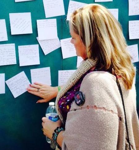 Mental Gathering at Saddleback Church cilla looking at note to Cliff